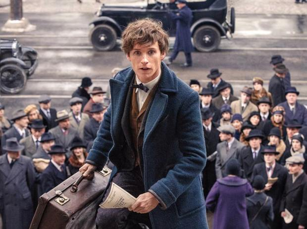 eddie-redmayne-as-newt-scamander-in-fantastic-beasts-and-where-to-find-them.jpg